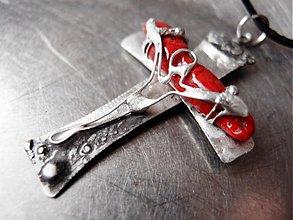 Náhrdelníky - Kríž a Kristus a červený korál - 1938067