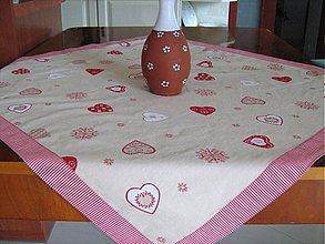 Úžitkový textil - Srdíčkový ubrus - kamarádí s vločkami a proužkem - 1954048