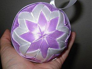 Dekorácie - Vianočná guľa (Fialkovo - smotanová) - 2000805