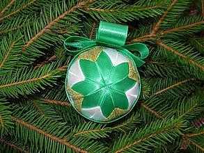 Dekorácie - Vianočná guľa (zeleno-zlato-biela) - 2033932