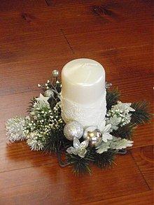 Svietidlá a sviečky - Bielo-strieborné vianočné svietniky - 2040440