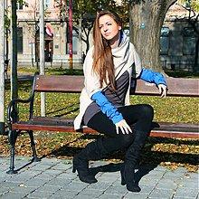 c213d7856b58 Iné oblečenie - Svetlý béžový svetrík s modrými rukávmi - 2049082