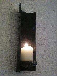 Svietidlá a sviečky - nástenný kovový svietnik