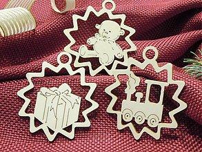 Dekorácie - Vianočné ozdoby - Darček, macík, vláčik (X7) - 2073773