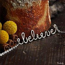 Náhrdelníky - Náhrdelník s menom z postriebreného drôtu: 6-8 písmen (believe) - 2168824