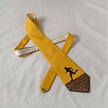Doplnky - Hedvábná kravata s běžcem hnědo-okrová - 2172132
