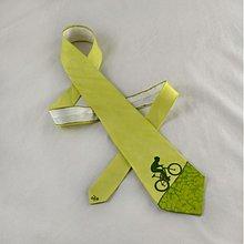 Doplnky - Hedvábná kravata s cyklistou světle zelená - 2172155