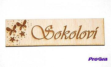 Tabuľky - drevená menovka na bytík (Strieborná) - 2260659