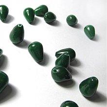 Minerály - Jadeit korálka / kvapka 10x14mm (Smaragd Green) - 2311584