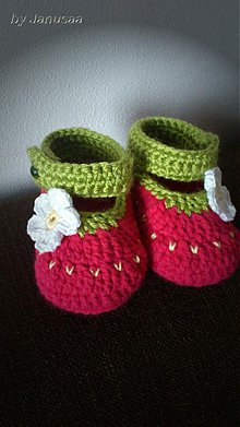 Topánočky - Háčkované capačky ... jahodové ... - 2371388