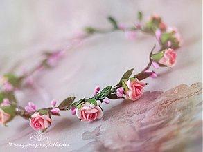 Ozdoby do vlasov - romantická růžičková tiara s hedvábnými lístky - 2613387