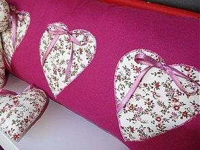 Úžitkový textil - srdiečkový vankúšik- pekná žiarivá malinová farba - 2636980