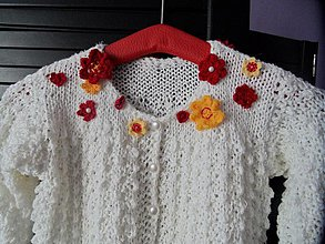 Detské oblečenie - pletený svetrík s kvietkami - 2639711