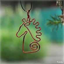 Náhrdelníky - Medený drôtovaný prívesok - Koník - 2710560