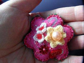 Odznaky/Brošne - kvetinka  ružová - 2720088