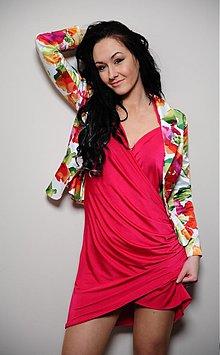 Šaty - Elastické v páse nazbierané prekladané šaty - 2776150