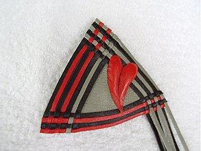 Odznaky/Brošne - Brošňa kožená, srdce na obrúsku - 3048421
