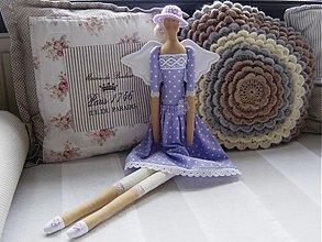 Bábiky - Fialová v klobúčiku - 3090005