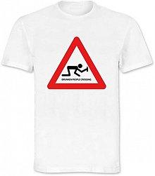 Oblečenie - Drunken people crossing - 3122501