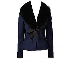 Kabáty - Sakový kabátik s kožušinou okolo krku - 3230512