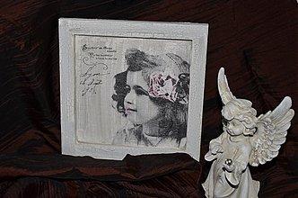 Dekorácie - Obrázok - dievčatko s ružovým kvetom - 3247859