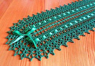 Úžitkový textil - Háčkovaná štóla na stôl, zelená - 3323722