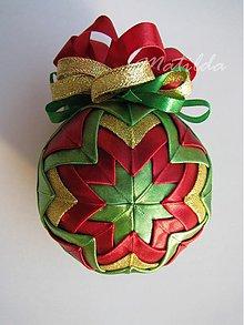 Dekorácie - Patchworková guľa - zelená, červená a zlatá - 3335166