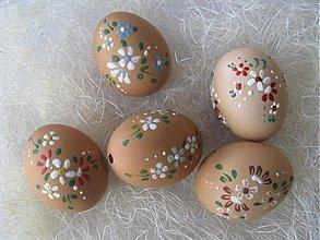 Dekorácie - Kraslica hnedá farebným voskom - 334625