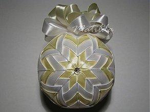 Dekorácie - Patchworková guľa - bielo vanilková - 3402476