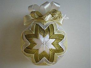 Dekorácie - Patchworková guľa - biela, vanilková a zlatá - 3425923