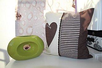 Úžitkový textil - patchwork obliečka srdiečko - čokoládové  40x40 cm - 3506324