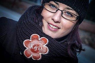 Šály - Ná-krk-čník čierny s kvetom - 3511992