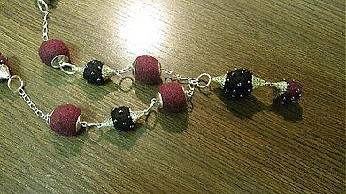 Náhrdelníky - Plstený náhrdelník bordovo čierny_S - 3532466