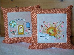 Úžitkový textil - ručne maľovaný vankúšik pre radosť - 3574505