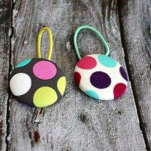 Detské doplnky - Gumičky do vlasov s buttonkami Lentilkové - 3586545