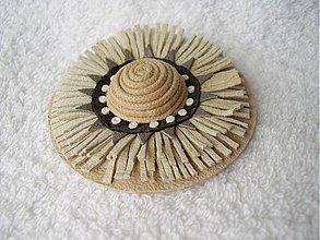 Odznaky/Brošne - Brošňa kožená, mandalkový kvet - béžový - 3622887