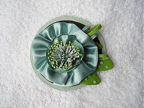 Odznaky/Brošne - Brošňa koženo-textilná, z jazierka - 3664642