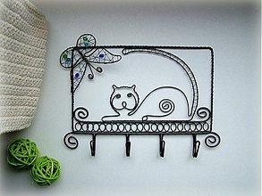 Pre zvieratká - vešiak s mačičkou a motýľom  - 3686638