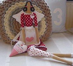 Bábiky - Červená v zásterke + srdiečko