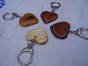 Kľúčenky - Drevená vyrezávaná kľučenka - 421984