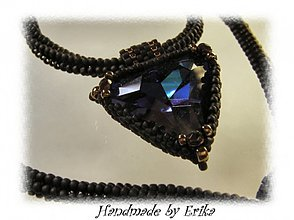 Náhrdelníky - Heliotrope triangle - náhrdelník s príveskom - 4738