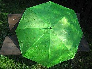 Iné doplnky - Ručne maľovaný dáždnik - slimáčiky na zelenej lúke - 798973