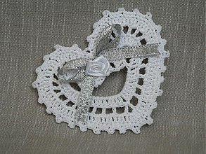 Dekorácie - Biele háčkované srdiečko - 840203