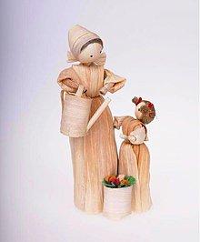 Dekorácie - Maminka s dcérkou a kvetmi - 993272